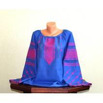 Жіноча вишиванка на синьому льоні з рожевим візерунком ручної роботи