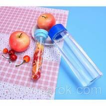 Пляшка для води Fruit Bottle з місткістю для фруктів.