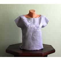 Льняная футболка с ручной вышивкой