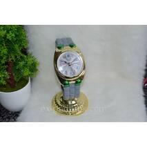 Настольные часы в виде наручных часов.