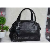 Кожаная женская сумка с карманами на молниях.