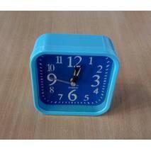Часы настольные 667
