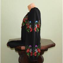 Жіноча вишиванка на чорному шифоні вишита гладдю. Ручна робота