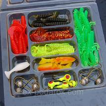 Набор твистеров в коробке 35шт, 10 крючков+ блесна в подарок