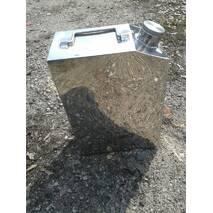Продам канистры  из нержавеющей стали 10 лит. объемом