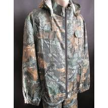 Мужской камуфляжный костюм охотника.