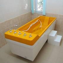 Ванна водолікувальна «Гольфстрім» для підводного душ-масажу