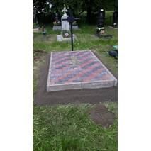 Ніжний і акуратний памятник для жінок із лізника