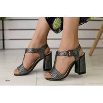 Женские замшевые босоножки на удобном каблуке 38