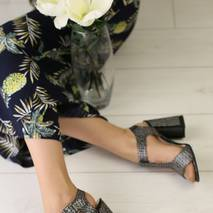 Женские замшевые босоножки на удобном каблуке
