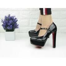 Туфли лаковые женские Betty черные на каблуках 1070
