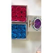 Коробка подарункова(усередині мило-троянда)