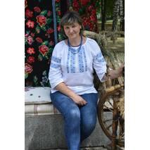 Жіноча вишиванка з голубим візерунком