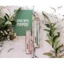 Зубна щітка для дорослих Jordan Green Clean середній жорсткості, фісташка