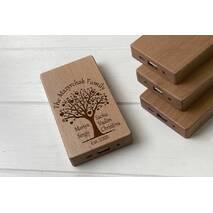Дерев'яний зовнішній акумулятор Maple з гравіюванням Family - tree