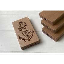 Дерев'яний зовнішній акумулятор Maple з гравіюванням Yakor