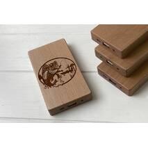 Дерев'яний зовнішній акумулятор Maple з гравіюванням Fishing