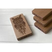 Дерев'яний зовнішній акумулятор Maple з гравіюванням Sova2
