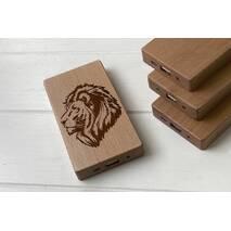 Дерев'яний зовнішній акумулятор Maple з гравіюванням Lion
