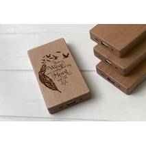 Дерев'яний зовнішній акумулятор Maple з гравіюванням Wings