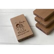 Дерев'яний зовнішній акумулятор Maple з гравіюванням Love is