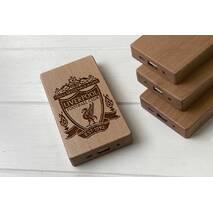 Дерев'яний зовнішній акумулятор Maple з гравіюванням Liverpool