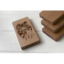 Дерев'яний зовнішній акумулятор Maple з гравіюванням Tiger