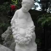 """Скульптура """"Девочка с розами"""""""