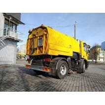 Дорожня машина на базі IVECO Eurocargo з вакуумним прибирально-підмітальним обладнанням (автопилосос) Johnston