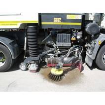 Дорожная машина на базе DAF LF220FA с вакуумным уборочно-подметальные оборудованием Johnston VT651