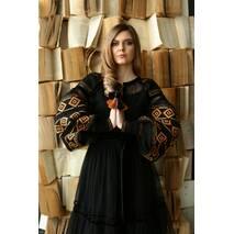 Черное вышитое платье