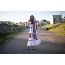 Невероятное вышитое платье