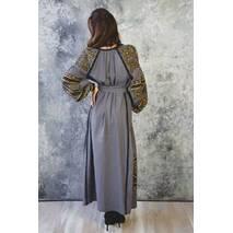 Вышитое современное платье.