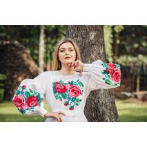 Изысканные вышитые розы