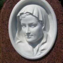 Барельеф из белого мрамора, лицо женщины