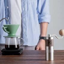 Ручна кавомолка 1Zpresso з регулюванням рівня помолу  | з конічними жерновами