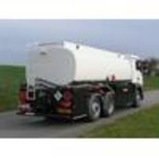 Цистерна для 3-х осного грузового шасси с боковым шкафом управления для перевозки нефтепродуктов