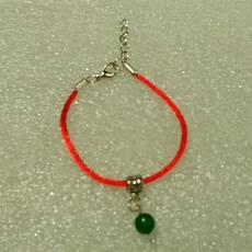 Красная нить-браслет с натуральным природным изумрудом 8 мм