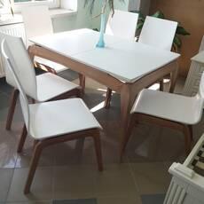 Стильний стіл Наві зі стільцями .