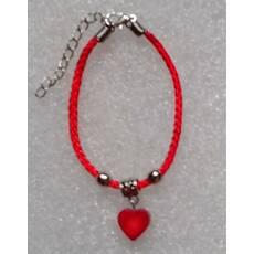 Красная нить оберег натуральный камень Коралл сердечко 12 мм