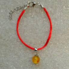 Червона нитка оберіг з натуральним цільним бурштином