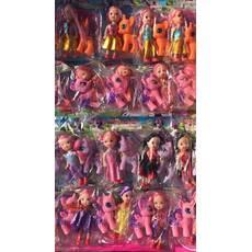 Поні та лялька на аркуші