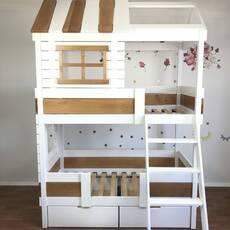 Двухярусная деревянная кровать Домик