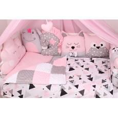 Комплект в кроватку с игрушками розовых цветах
