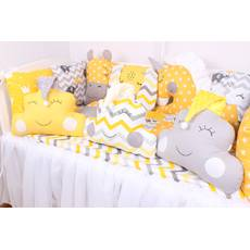 Комплект в кроватку с зверюшками  желто-серых тонах