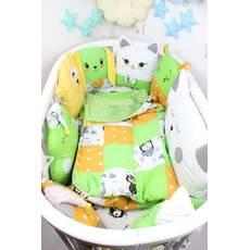 Комплект в овальную кроватку с игрушками и подушками в Желто-салатовом  цвете