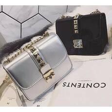STK Серебристая лаковая сумка