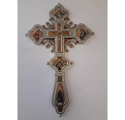 Хрест в руку з каменями