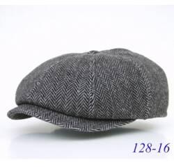 Чоловіча утеплена кепка з кашеміру.