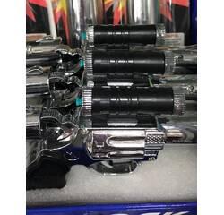 Пістолет, запальничка, лазер і шокер